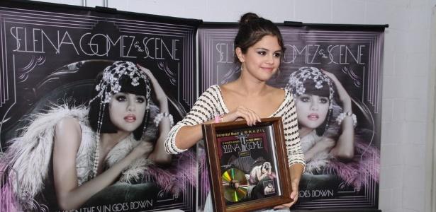 Selena Gomez participa de coletiva de imprensa no HSBC Arena, local onde fará show no Rio neste sábado (4/2/2012)