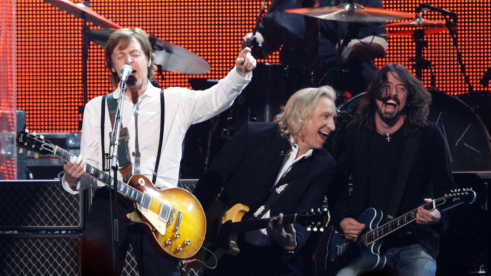 Paul McCartney ganha homenagem de artistas em evento do Grammy (10/2/12)