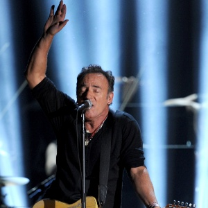 Bruce Springsteen se apresenta na abertura do Grammy 2012 no Staples Center, em Los Angeles (12/02/2012)