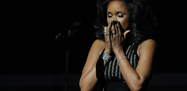 "Jennifer Hudson canta ""I Will Always Love You"" em homenagem a Whitney Houston no Grammy (12/2/2012)"