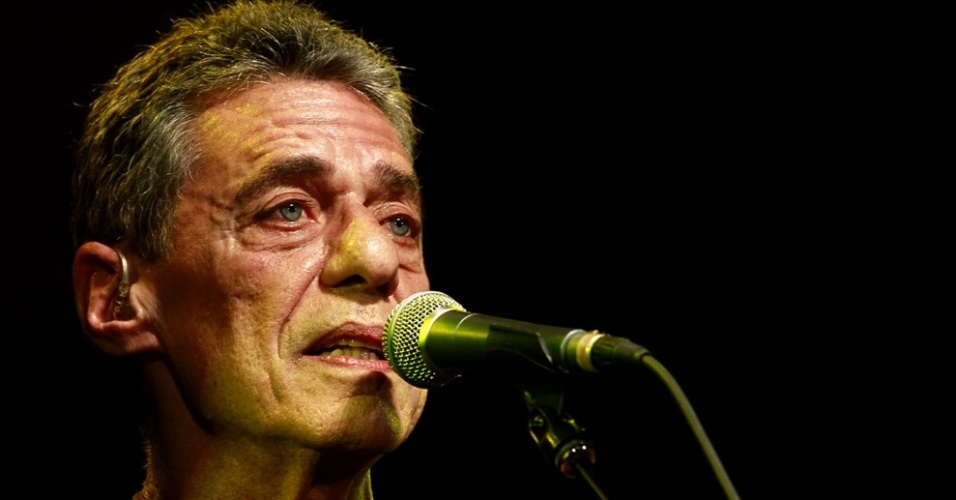 Chico Buarque faz passagem de som antes de turn&#234; em S&#227;o Paulo