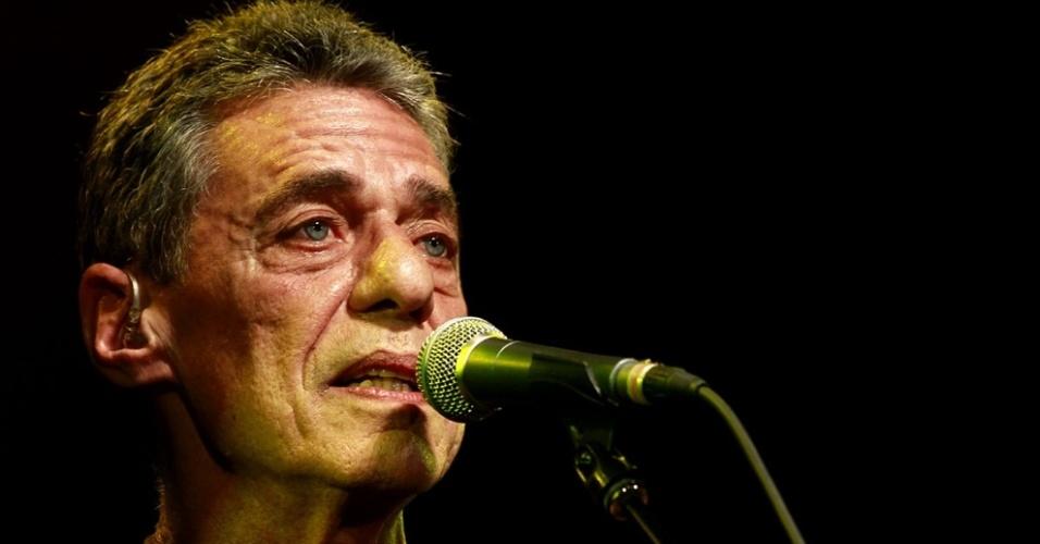 Chico Buarque faz passagem de som antes de turnê em São Paulo