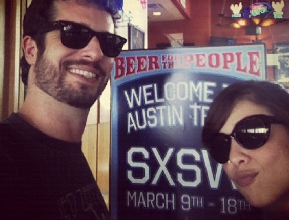 Martin e Pitty chegam ao festival South by Southwest em Austin, no Texas, para tocar com o Agridoce (13/03/2012)