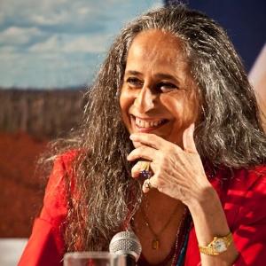 Maria Bethânia durante entrevista coletiva no Rio de Janeiro (28/3/12)