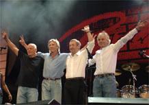 Rick Wright (d.), na reunião da formação clássica do Pink Floyd em Londres (02/07/2005)
