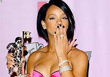 """Rihanna ganhou o pr�mio de """"Melhor Clipe do Ano"""" com """"Umbrella"""""""