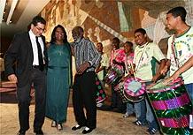 Luiz Fernando de Almeida, o sambista Nelson Sargento e a neta de Cartola, Nilcemar Nogueira, no RJ