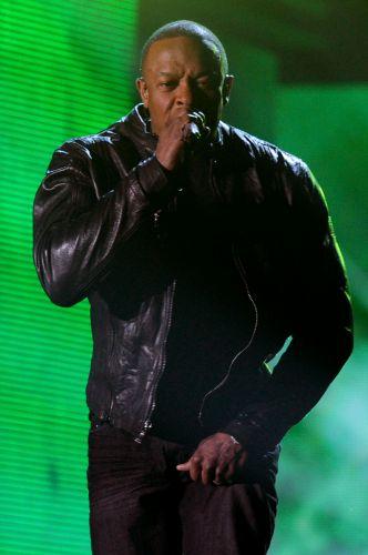 :: DR. DRE - Álbuns de Dr. Dre costumam ser raridade. De 1992 para cá, o rapper --que foi integrante do N.W.A entre o fim dos anos 80 e o começo da década de 90-- lançou apenas dois trabalhos de estúdio: