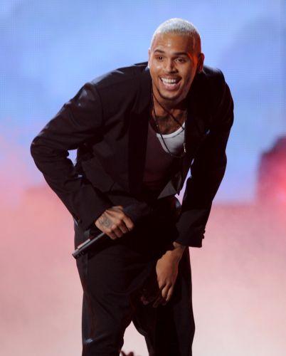 Cantor Chris Brown durante apresentação no BET Awards 2011 realizado no auditório Shrine, em Los Angeles (26/6/11)
