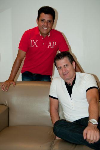 Bruno e Marrone posam no camarim, antes do show no Citibank Hall, no Rio de Janeiro, o primeiro do ano (28/01/2011)