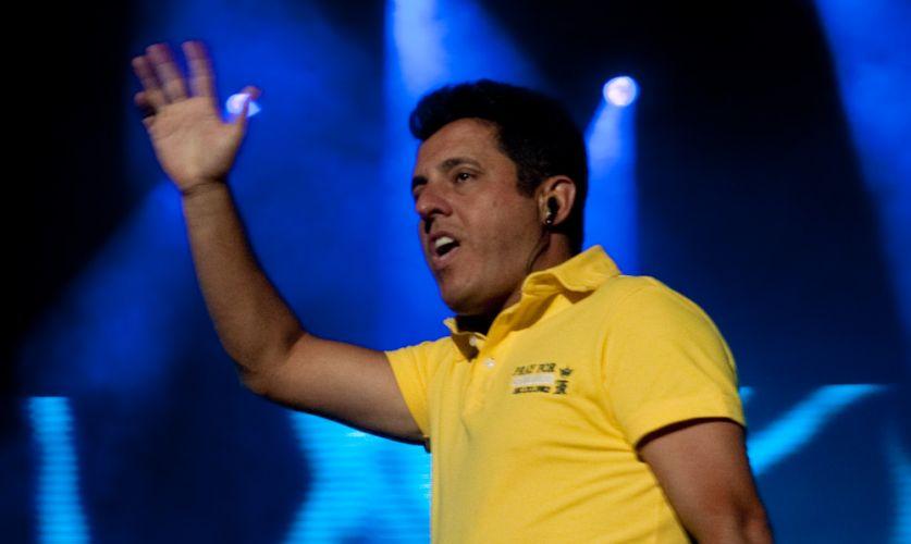 Bruno canta