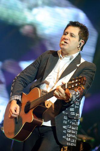 Marrone durante show no Via Funchal, em São Paulo (21/6/11)