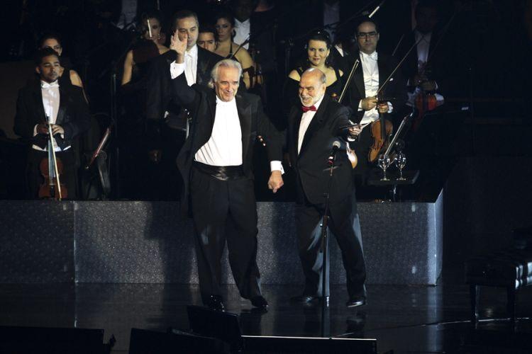O maestro João Carlos Martins e o ator Lima Duarte durante a gravação do DVD da dupla Chitãozinho e Xororó na Sala São Paulo, em São Paulo (1/8/11)