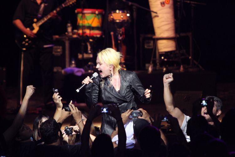 Cyndi Lauper se apresenta no Via Funchal, em São Paulo (22/02/2011)