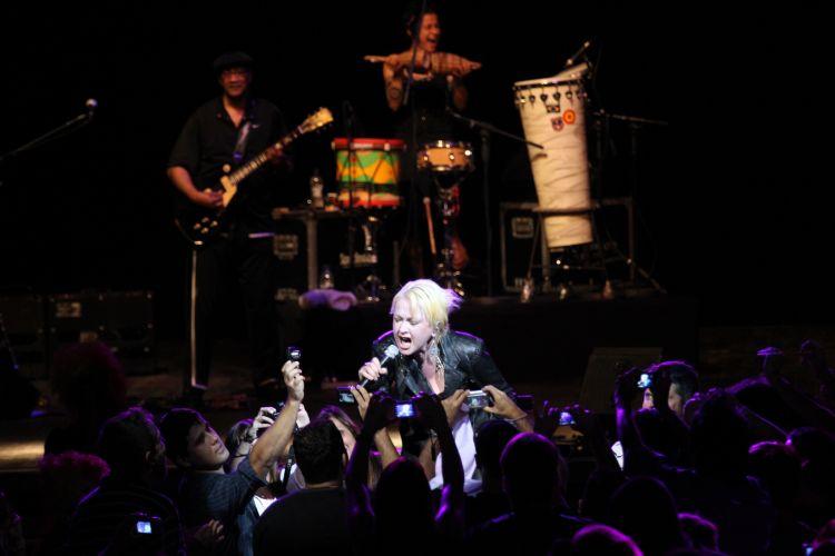 Norte-americana Cyndi Lauper canta em show realizado no Via Funchal, em São Paulo (22/02/2011)