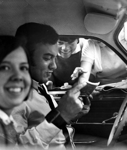 O cantor Erasmo Carlos em seu Karmann-Ghia (01/01/1968)