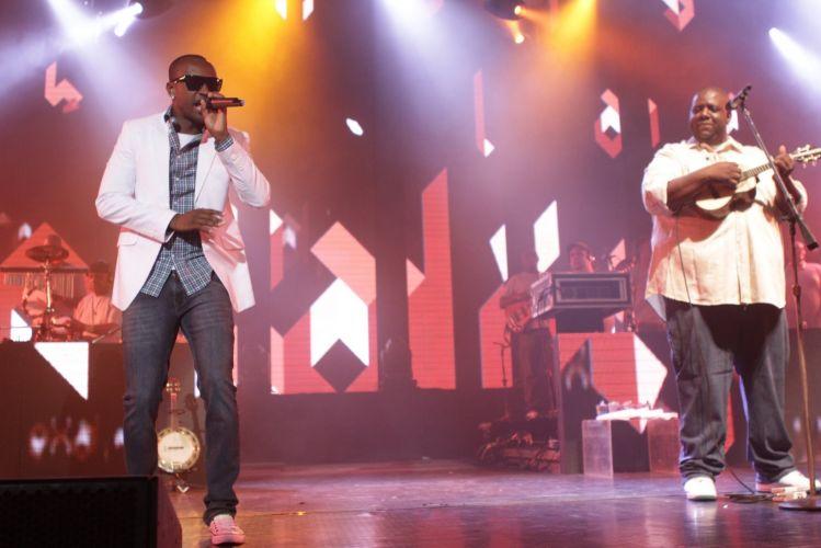 Exaltasamba faz show no Rio de Janeiro e reúne famosos no Citibank Hall (1/12/11)