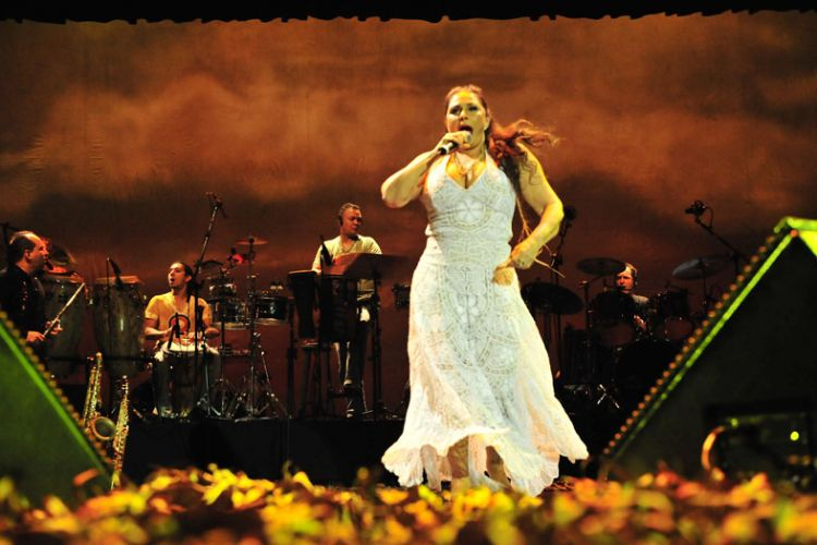 Fafá de Belém reúne o repertório que marcou a sua carreira para comemorar 35 anos de estrada (14/01/2011)