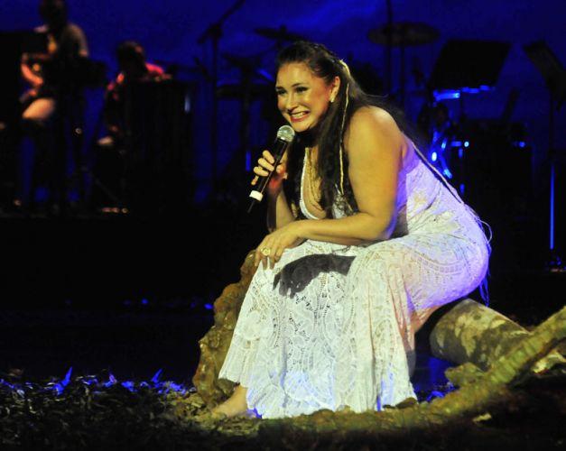 No show que comemora seus 35 anos de carreira, Fafá de Belém cantou e dançou descalça os grandes sucessos que já gravou (14/01/2011)