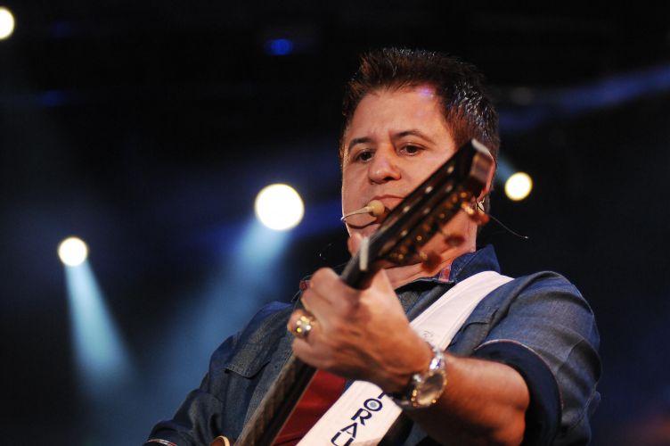 Dupla Bruno & Marrone se apresenta na segunda noite da Festa do Peão de Barretos (19/8/11)