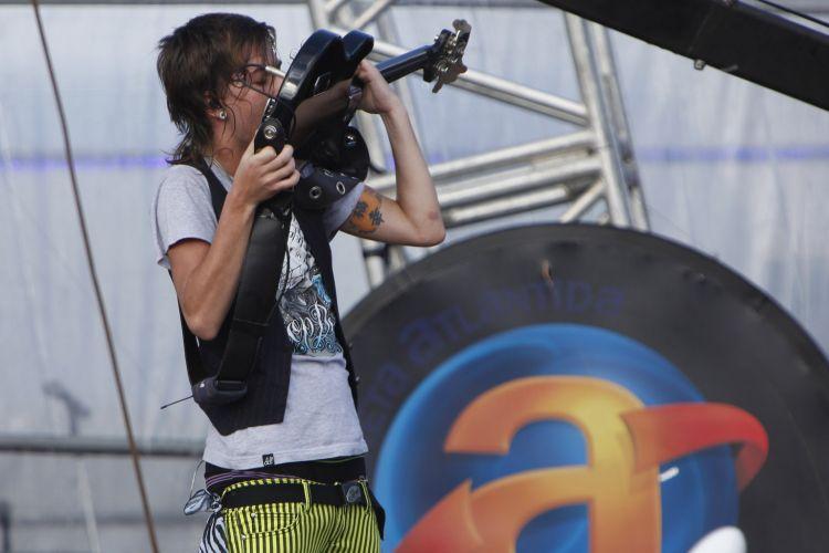 Meninos da banda Restart levam os fãs ao delírio em cerca de 40 minutos de show no palco central do Sapiens Parque, durante o Festival Planeta Atlântida, em Florianópolis (15/01/2011)