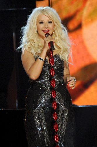 Christina Aguilera no show em homenagem a Aretha Franklin, que abriu a parte televisionada da 53ª edição do Grammy, em Los Angeles (13/02/2011)