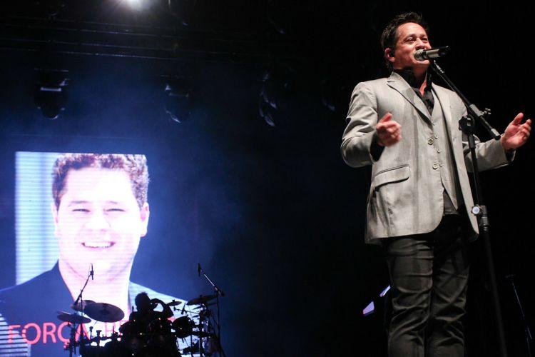 Emocionado, Leonardo falou sobre a recuperação do filho, Pedro, que permanece internado depois de sofrer um acidente de carro (11/5/12)