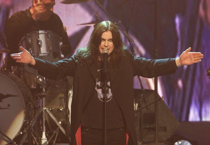 Ozzy Osbourne canta durante show do Black Sabbath no Universal Amphitheatre em Los Angeles, nos Estados Unidos (04/07/2001)