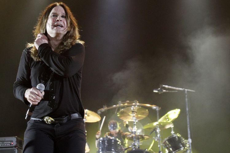 Ozzy Osbourne se apresenta no palco do Ginásio do Gigantinho, em Porto Alegre. O músico vem ao país divulgar a turnê de seu último álbum,