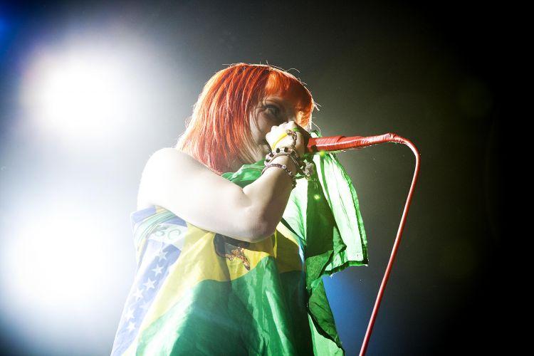 A vocalista da banda, Hayley Williams, durante show em São Paulo. O Paramore encerra na terça-feira (22) a sequência de shows no país em Porto Alegre, no Teatro Bourbon