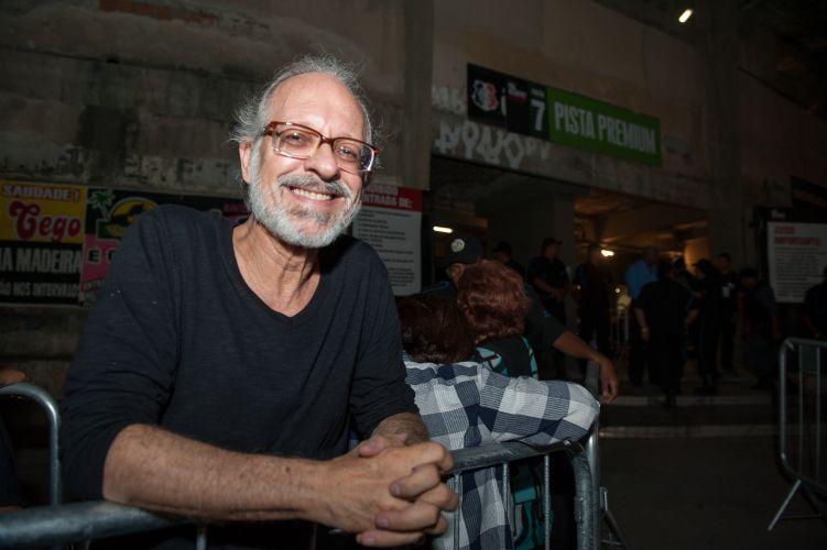 O padre Rafael Queiroz é de Recife e fã de Paul McCartney.