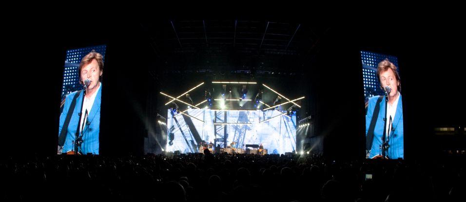 Público assiste ao show de Paul McCartney no estádio do Morumbi, em São Paulo, onde o cantor se apresenta novamente na segunda-feira (22) para encerrar a etapa latino-americana da turnê