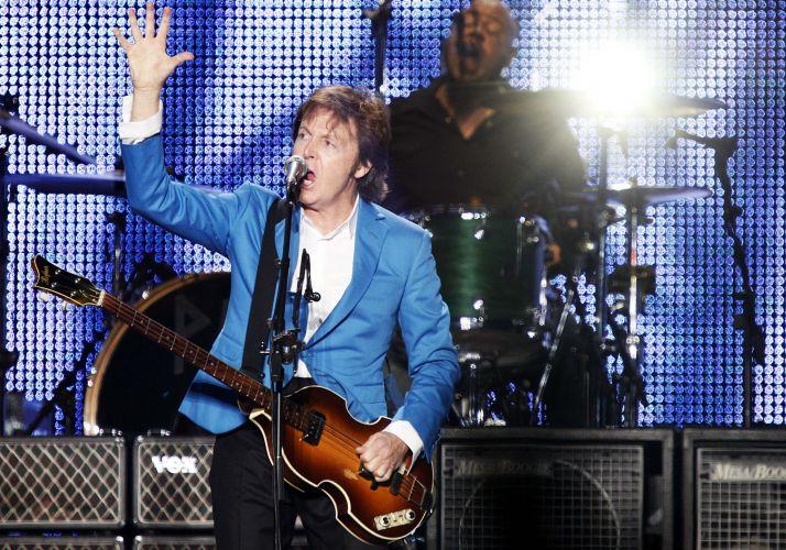 Paul McCartney canta os clássicos dos Beatles e de sua carreira fora da banda no primeiro de dois shows que faz em São Paulo, no estádio do Morumbi
