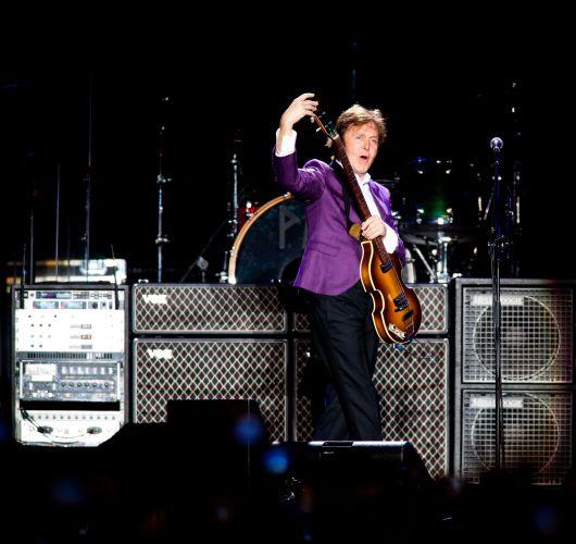 O segundo e último show de Paul McCartney em São Paulo começou às 21h42 nesta segunda-feira (22) no Estádio Morumbi e com abertura diferente da apresentada no domingo (21), no mesmo local (22/11/2010)