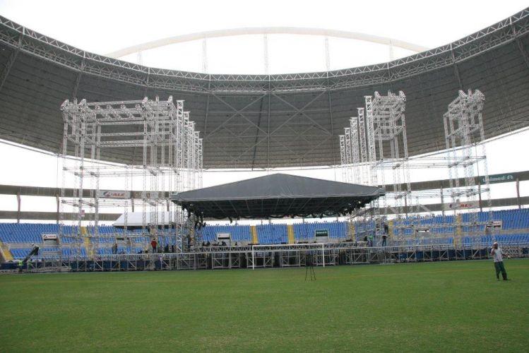O palco do show de Paul McCartney no Rio de Janeiro já começou a ser montado no Estádio Olímpico João Havelange (Engenhão). A estrutura tem altura equivalente a um prédio de oito andares e, durante o espetáculo, serão usados dois painéis laterais e um painel led de fundo. Após o final do evento, serão necessários quatro dias para desmontar todo o palco e carregar as carretas