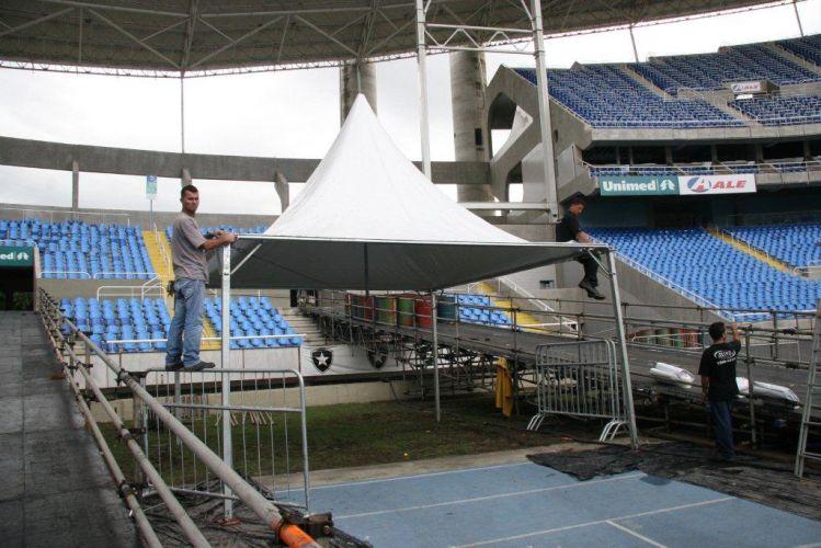 O palco do show de Paul McCartney no Rio de Janeiro já começou a ser montado no Estádio Olímpico João Havelange (Engenhão). Seis meses depois de se apresentar em Porto Alegre e São Paulo, o ex-beatle volta ao Brasil com a turnê