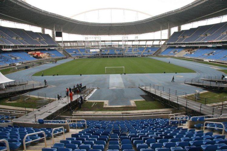 O palco do show de Paul McCartney no Rio de Janeiro já começou a ser montado no Estádio Olímpico João Havelange (Engenhão). A imagem mostra o palco pela visão da pista
