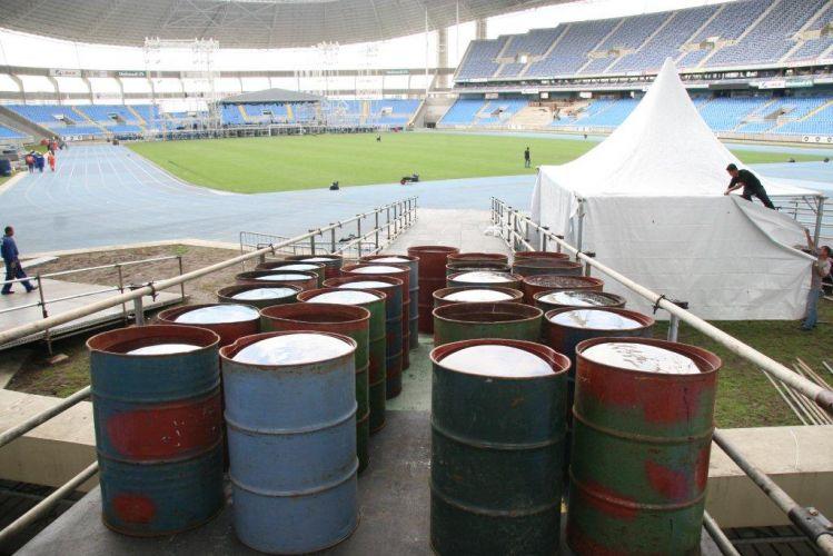 O palco do show de Paul McCartney no Rio de Janeiro já começou a ser montado no Estádio Olímpico João Havelange (Engenhão). Os latões foram dispostos para testar o peso da rampa