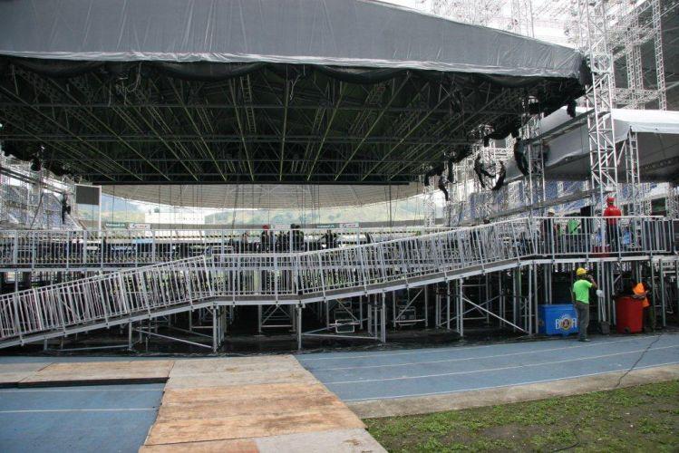 O palco do show de Paul McCartney no Rio de Janeiro já começou a ser montado no Estádio Olímpico João Havelange (Engenhão). Na imagem, a parte de trás do palco. São utilizadas mais de 80 toneladas de equipamentos