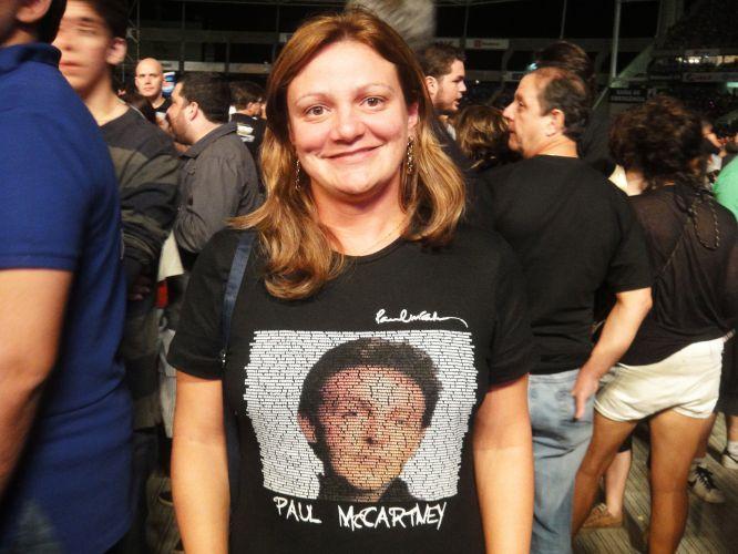 A médica Aldelia Santos Rebouças, 35, saiu de Belo Horizonte para assistir ao primeiro show de Paul McCartney no Rio, no domingo. Na camiseta, a estampa do rosto do ex-beatle é formada pelos nomes das pessoas que compõem a excursão mineira. Você também tem uma camiseta do Paul ou dos Beatles? Envie a sua foto para o e-mail vocemanda@uol.com.br ou através do Twitter para @UOLMusica com a tag #paulmccartney