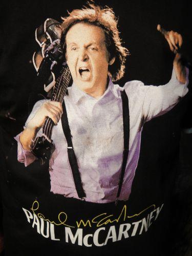 Detalhe da camiseta que o agrônomo Arquimedio Pamponet, 51, usou no primeiro show de Paul McCartney no Rio, no domingo. A estampa é a principal imagem da etapa brasileira da turnê