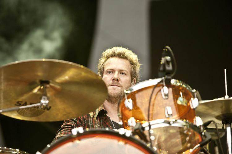 O baterista da banda Train, Scott Underwood, toca em São Paulo. Os músicos de São Francisco, Califórnia, se apresentam no Pop Music Festival. Evento ainda tem shows de Shakira, Ziggy Marley e Fatboy Slim, neste sábado (19/03/2011)