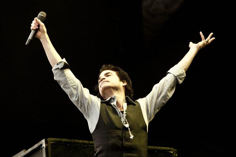 Pat Monahan canta em São Paulo, neste sábado (19), durante o Pop Music Festival. Entre as canções, o sucesso