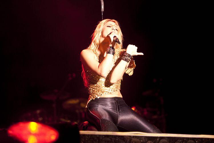 Shakira apresenta canções de seu mais recente álbum,