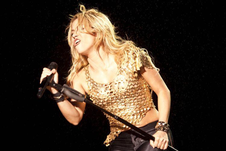 O palco de Shakira para o Pop Music Festival foi montado para promover as canções de seu mais novo álbum,