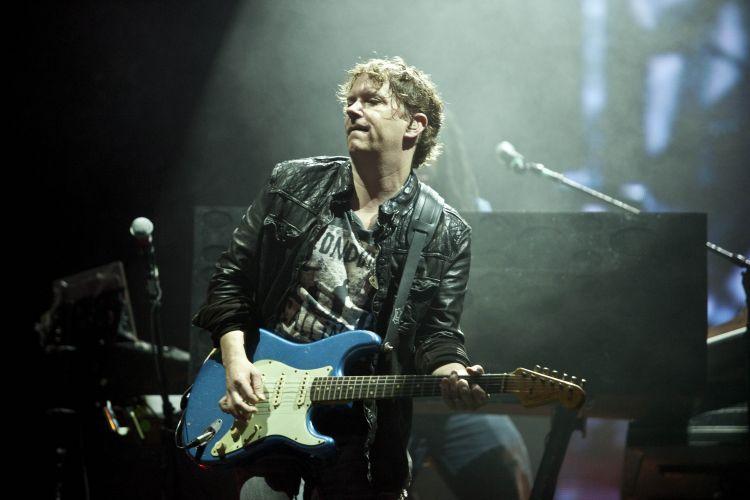 Guitarrista da banda de Shakira se apresenta no Pop Music Festival, evento de música que percorre a América Latina e já passou por Porto Alegre (19/03/2011)