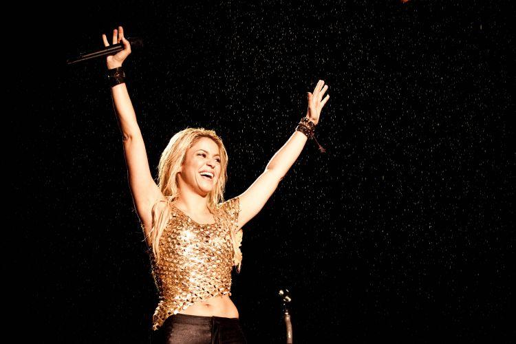 O início do show da colombiana Shakira foi marcada por uma garoa. O temor de um temporal fez a organização adiantar a apresentação da cantora em meia hora (19/03/2011)
