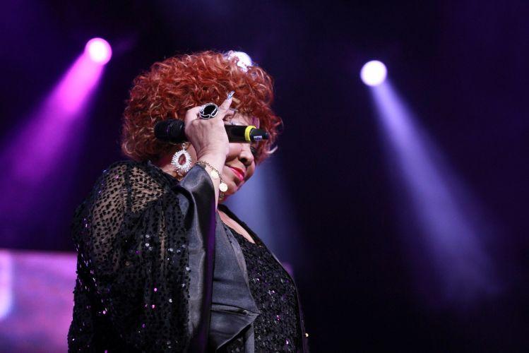 Alcione canta em apresentação no 23º Prêmio da Música Brasileira, no Theatro Municipal do Rio de Janeiro (13/6/12)
