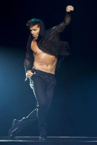 Cantor Ricky Martin dança em show no Festival de Montreux, na Suiça (06/072011)