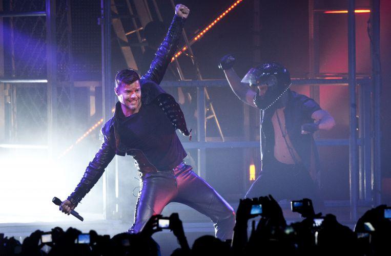 O cantor porto-riquenho Ricky Martin canta